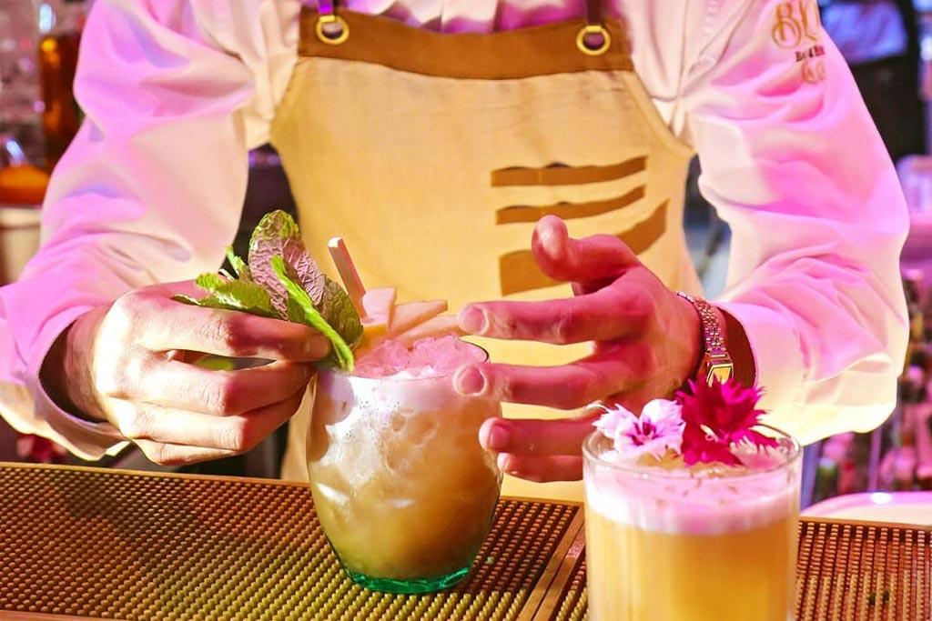 Cocktail bar in la caleta